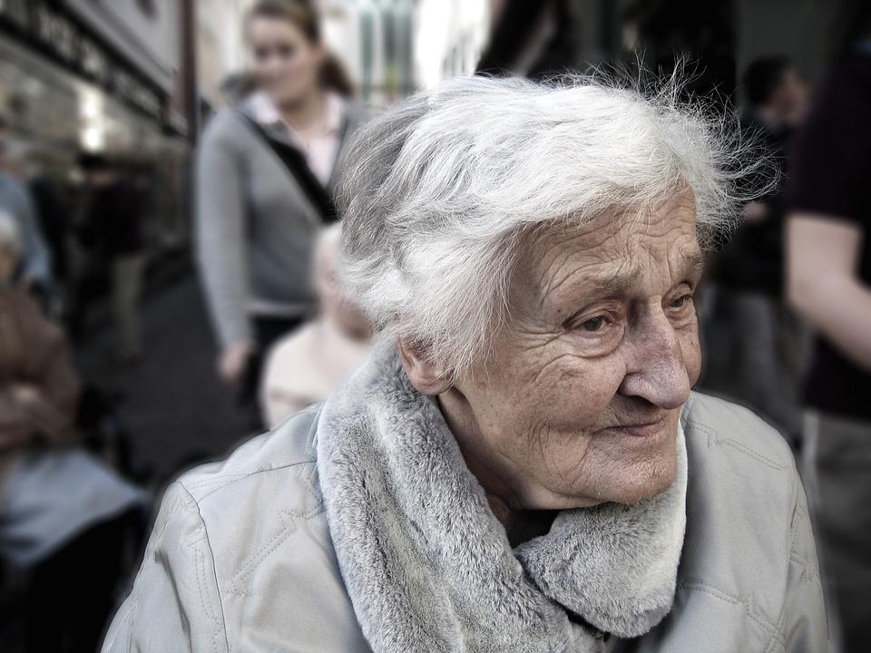 Les femmes âgées 2prPK