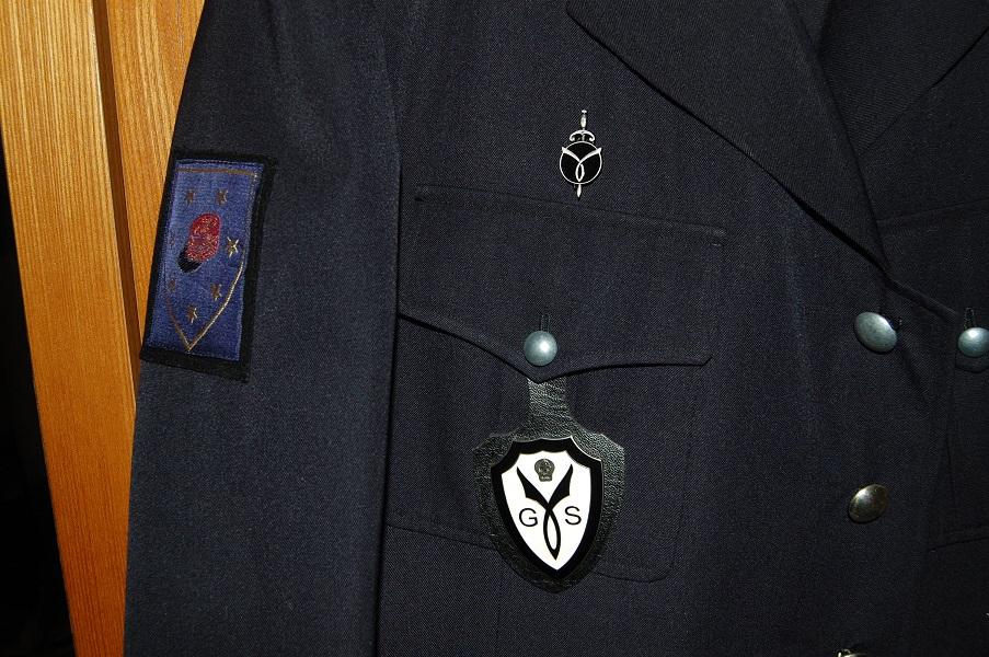 uniforme de milicien  3AwWq