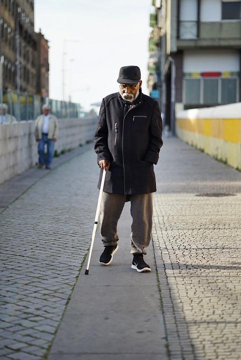 Les hommes âgés  3N5pq