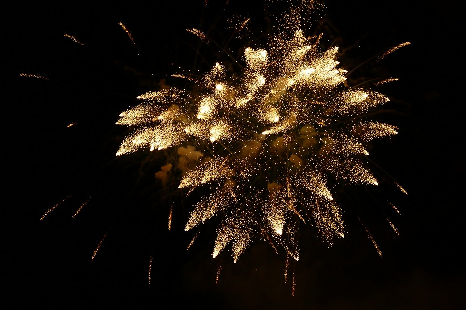 Feux d'artifice - Page 2 4N5XL