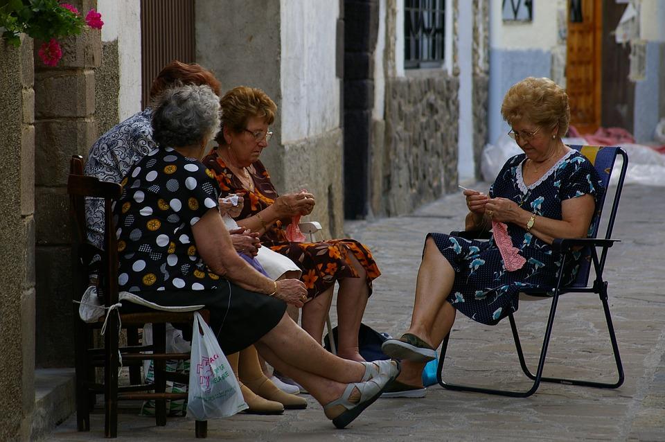 Les femmes âgées 7kKOm