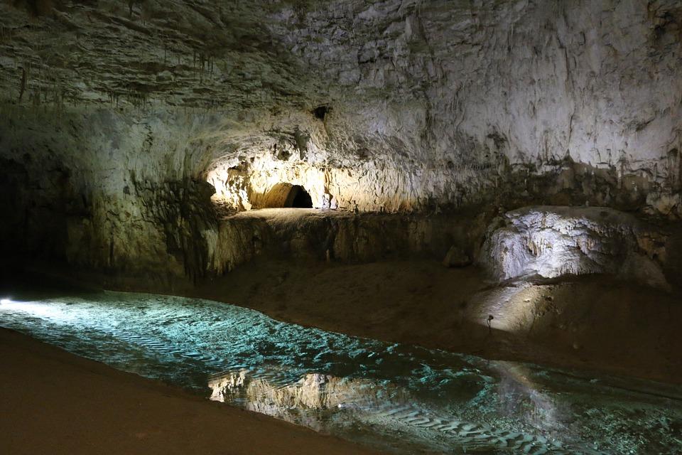 Les grottes  7kxya