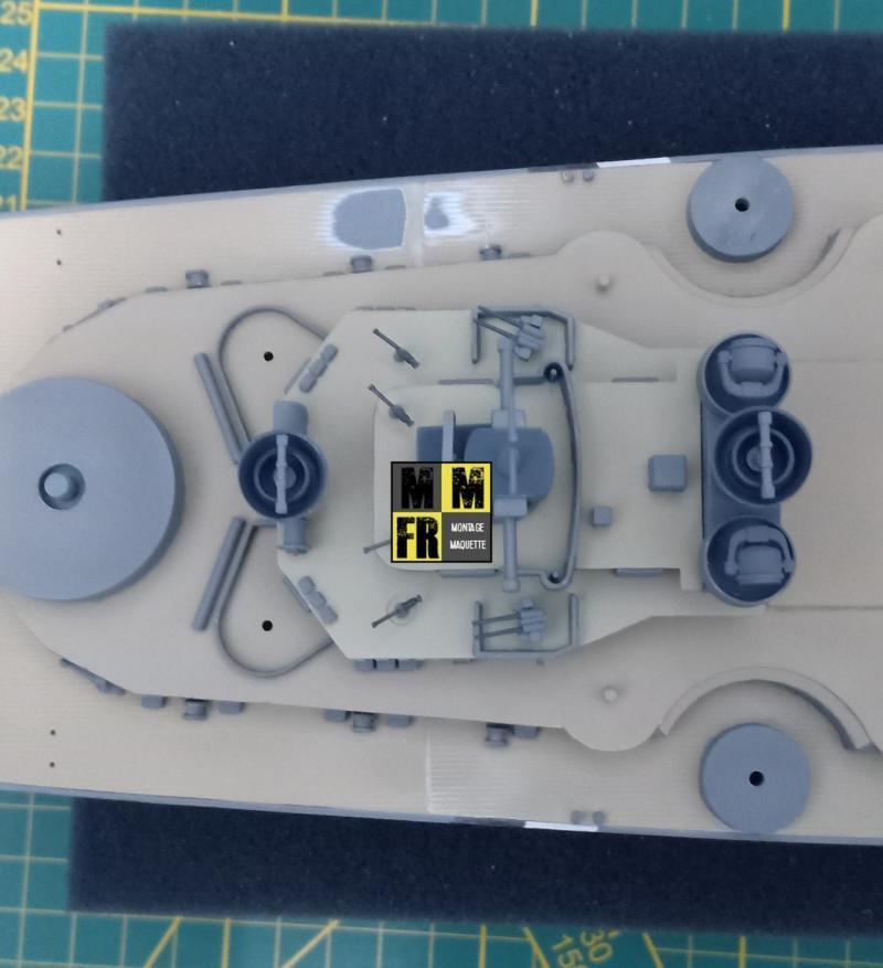 Bismarck 1/350 Tamiya  - Page 8 Dq27j