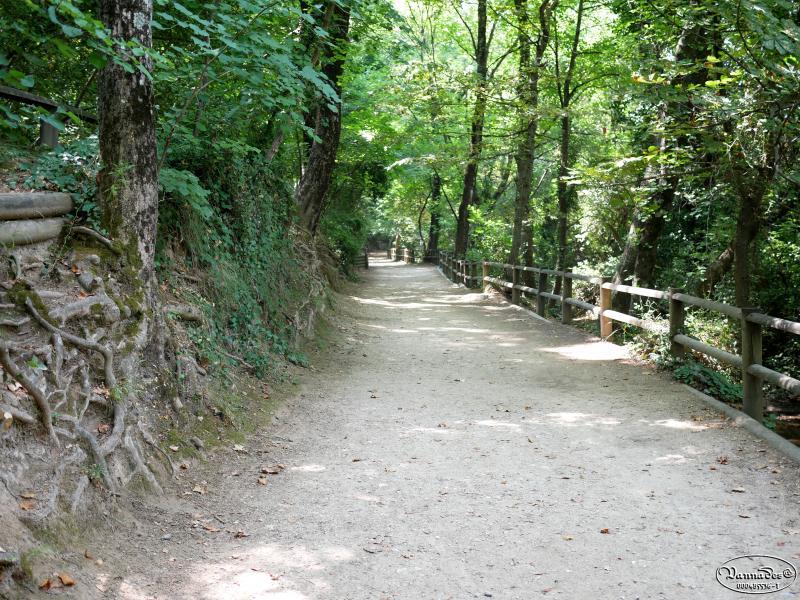 "La Vallée de St Pons ( Gémenos ) ""la Vallée Rose"" XRXKb"