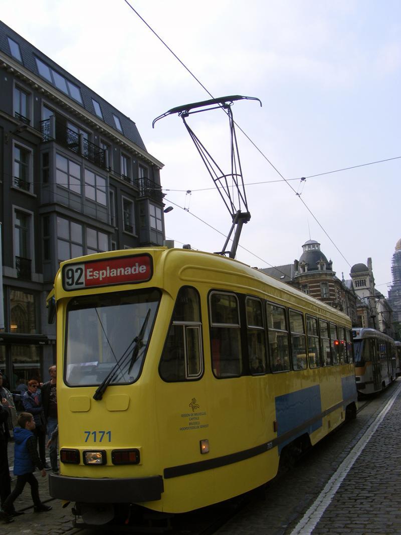 150 ans de tram à Bruxelles - Page 2 EXjoj
