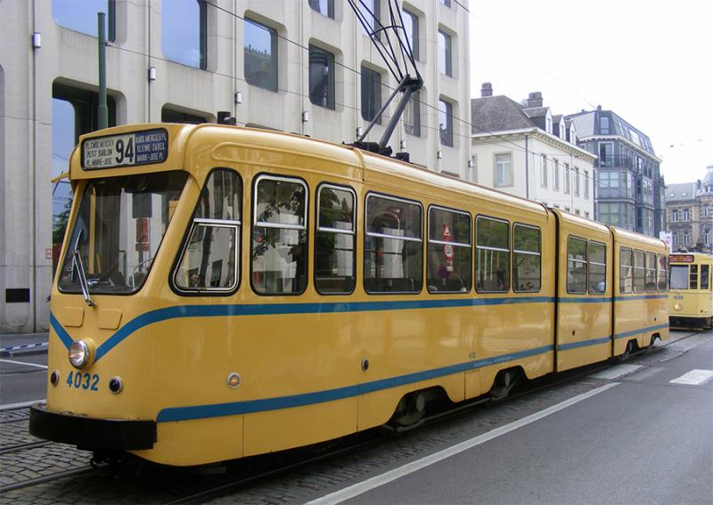 150 ans de tram à Bruxelles - Page 2 Lom4p