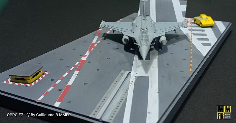 Rafale M 1/144 Heller avec pont d'envol NqdZl