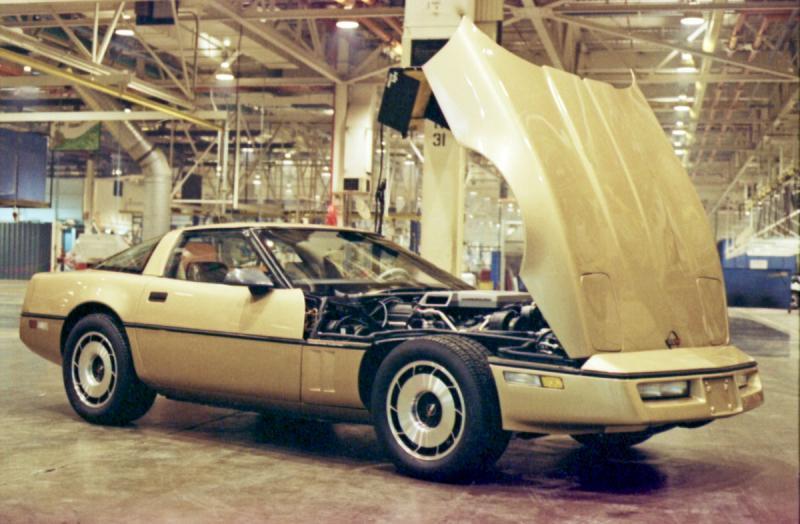 Corvette 83 sur Planète A&E W3ZlD