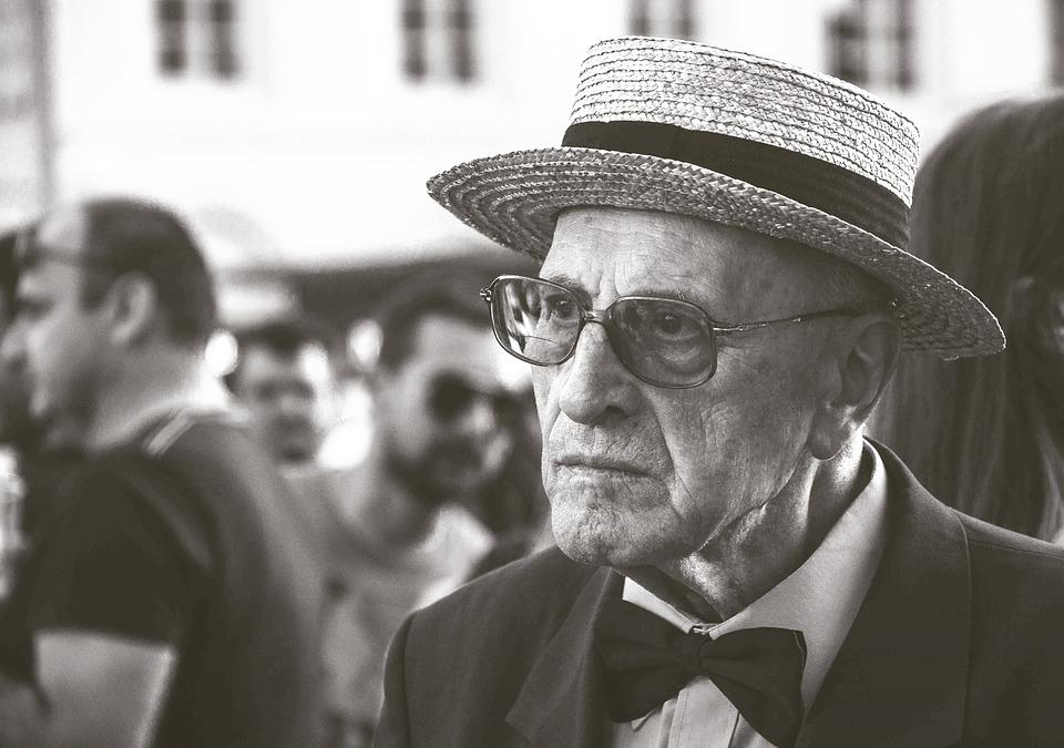 Les hommes âgés  A5KNb