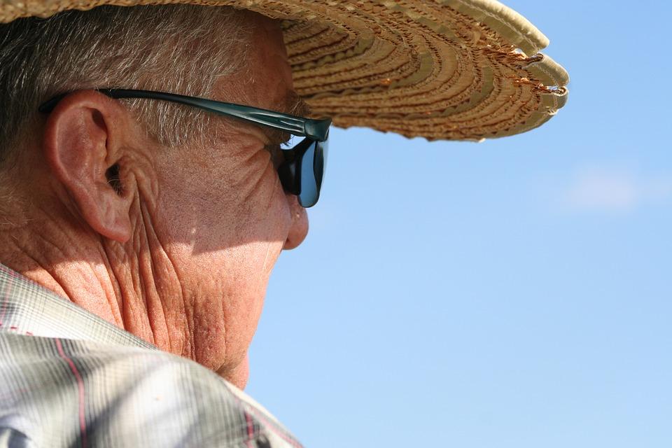 Les hommes âgés  DVK22