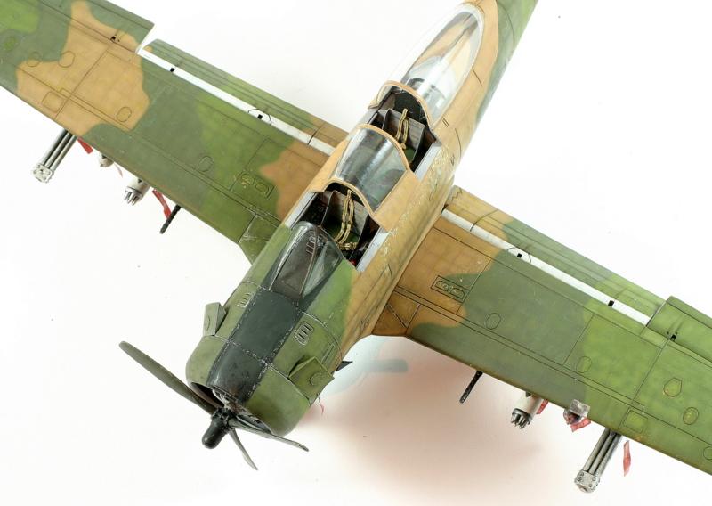 Avion 1/48 T 28 D Trojan Roden Da8LX