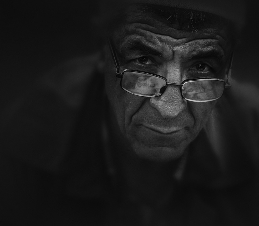 Les hommes âgés  EaKo5