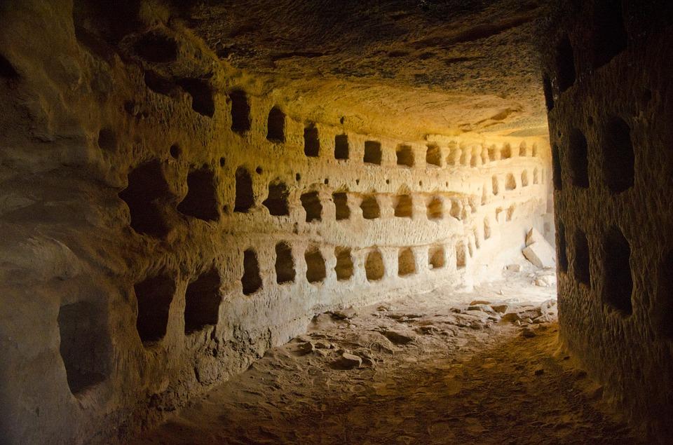 Les grottes  EanmE