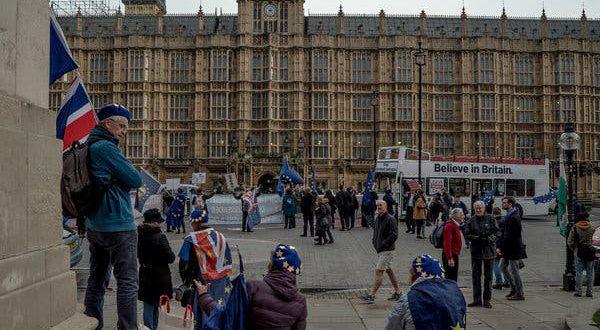 التحول الديمقراطي – تعزيز الديمقراطية من الخارج – مترجم
