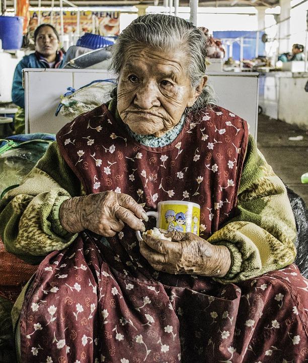 Les femmes âgées JVEQo