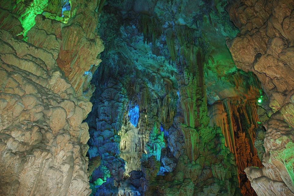 Les grottes  JVwnJ