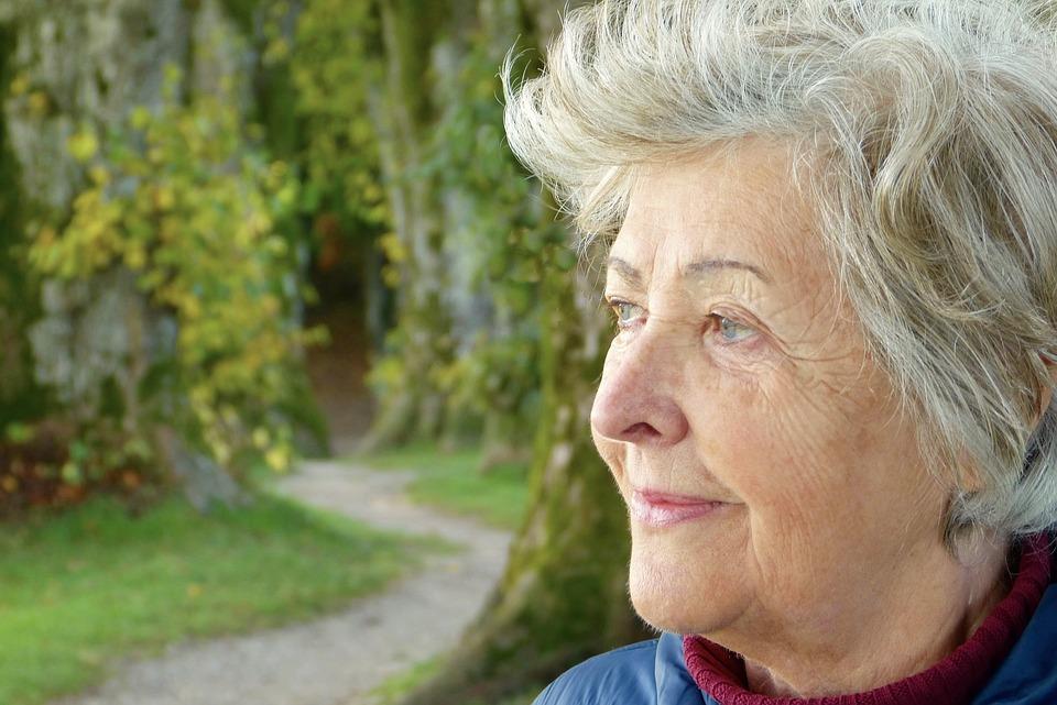 Les femmes âgées Kakl3