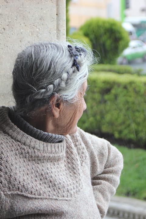 Les femmes âgées QeG30