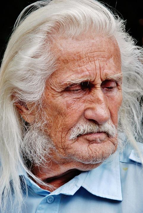 Les hommes âgés  QeG7r