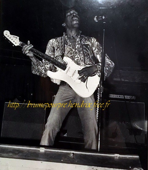 Phoenix (Memorial Coliseum) : 4 septembre 1968  QoJ5V