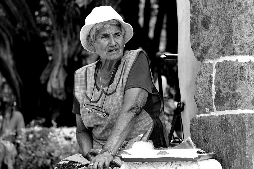 Les femmes âgées Roenv