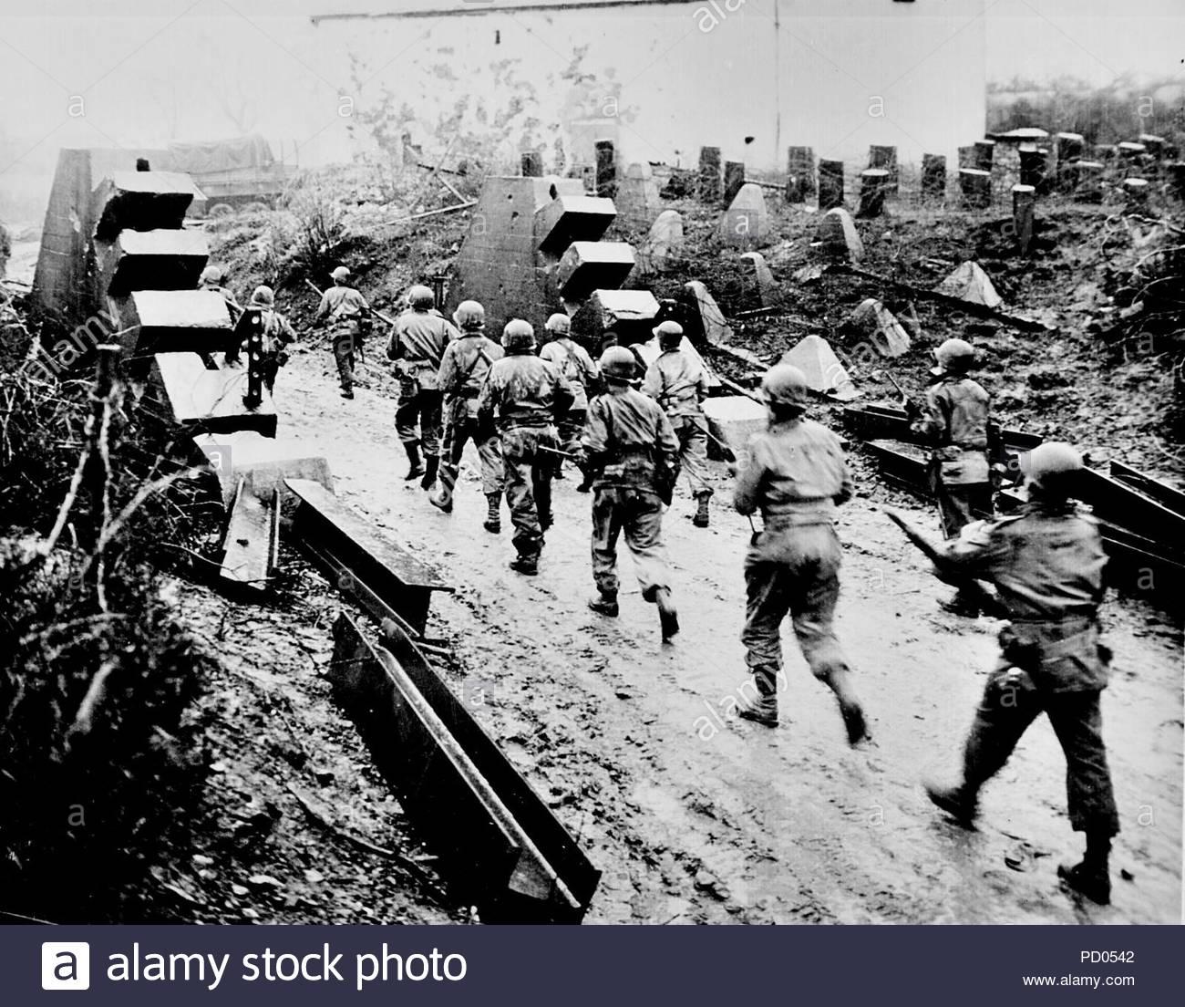 Crossing the Siegfried line 1945. - Page 3 Vv2V1