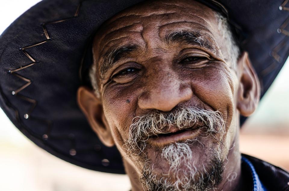 Les hommes âgés  W2Pjw