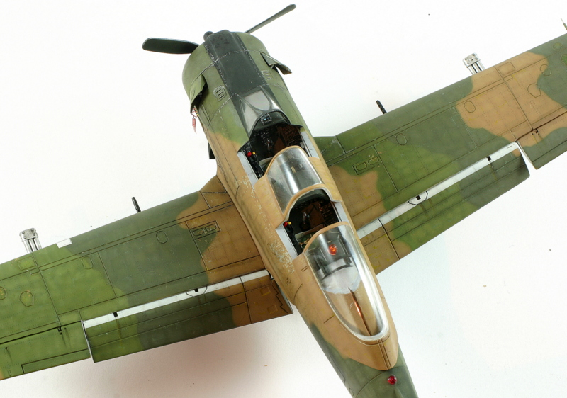 Avion 1/48 T 28 D Trojan Roden W4bdk