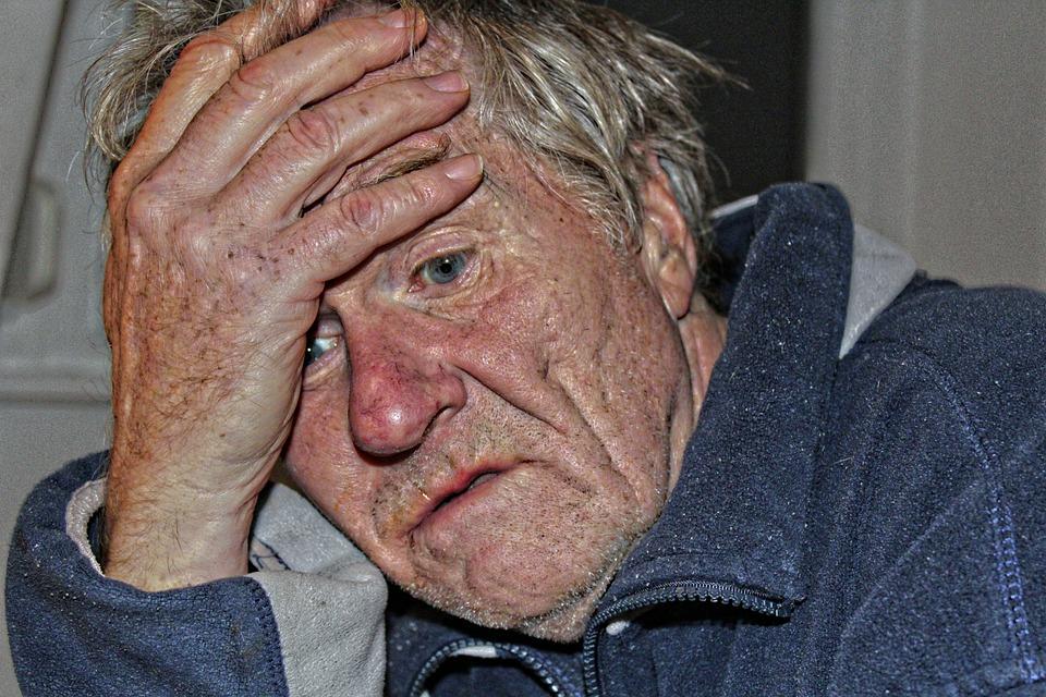 Les hommes âgés  X24xg