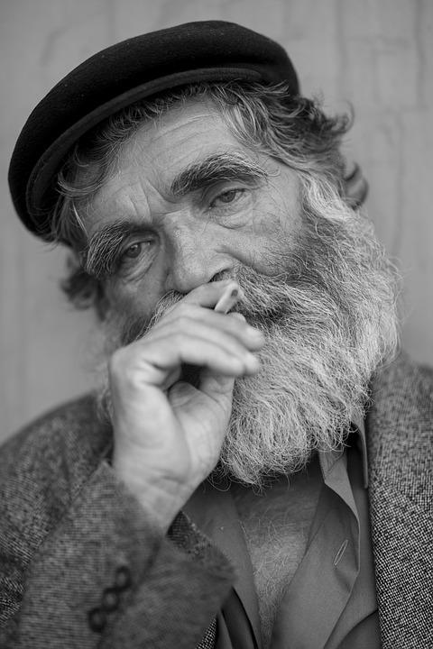 Les hommes âgés  AgkAp