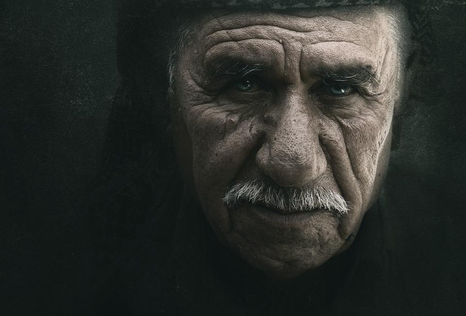 Les hommes âgés  BYV3a