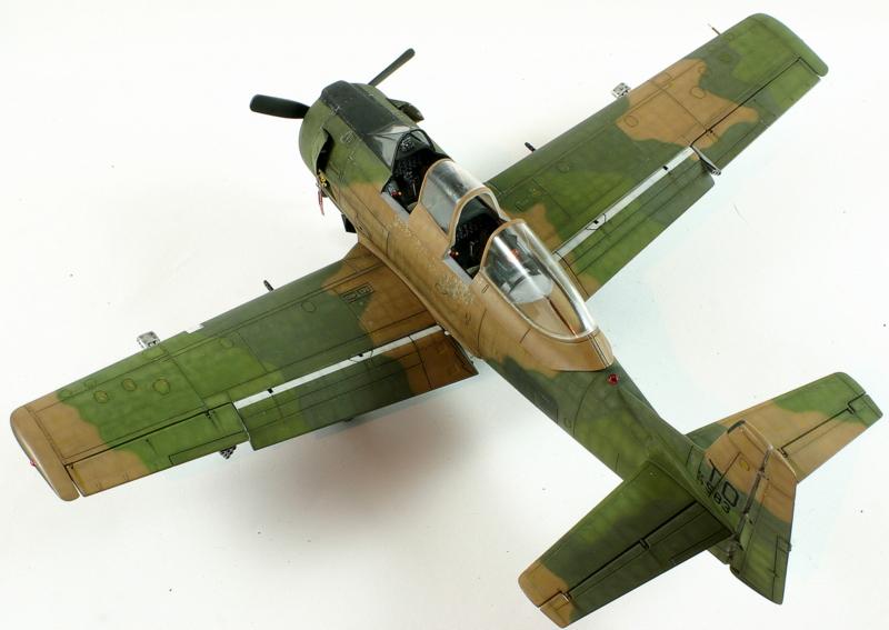 Avion 1/48 T 28 D Trojan Roden BjoyD