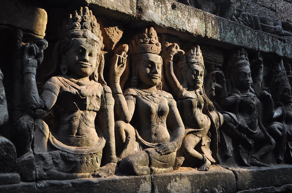 Statues D7lJE
