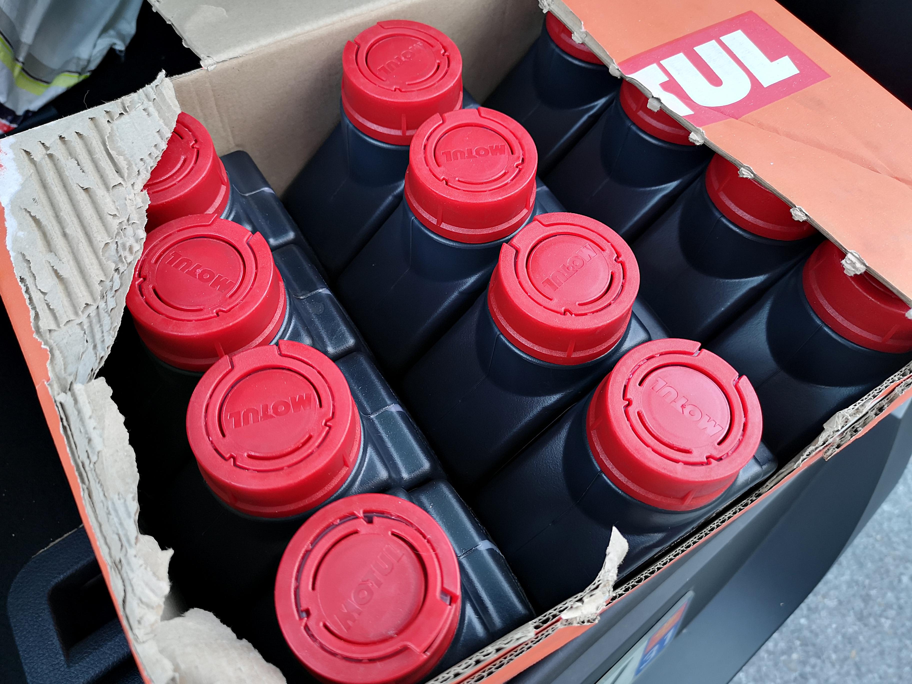 [A VENDRE] Bidons d'huile Motul 7100 20W50 1L EQPKW