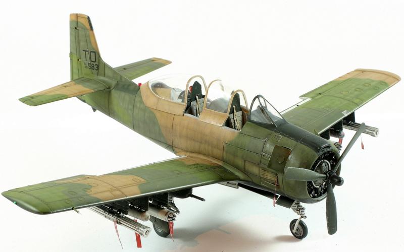 Avion 1/48 T 28 D Trojan Roden G1EvW