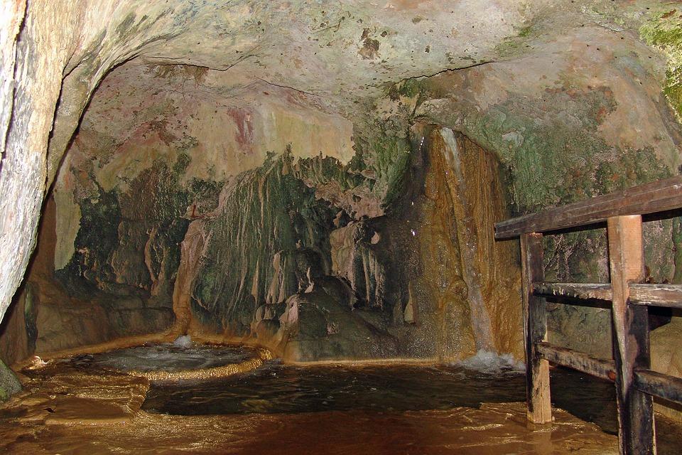 Les grottes  GxwjJ