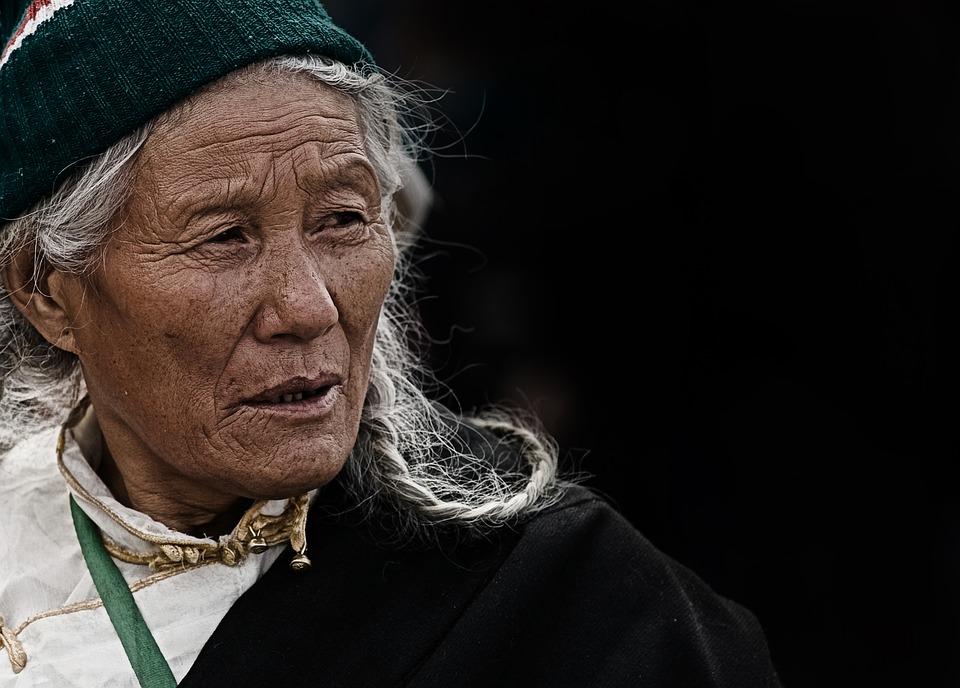 Les femmes âgées J4wAe