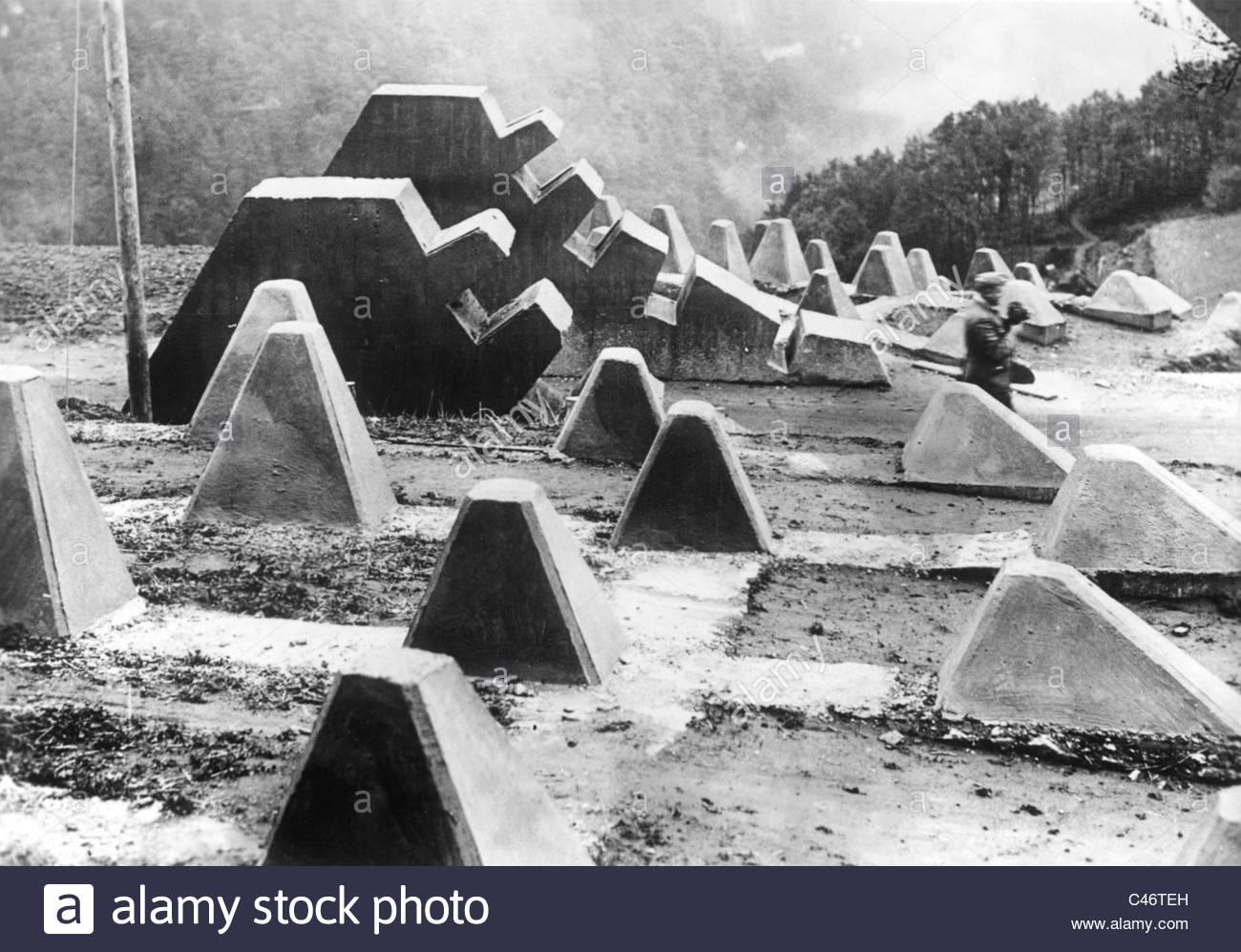 Crossing the Siegfried line 1945. - Page 3 LEDJ7
