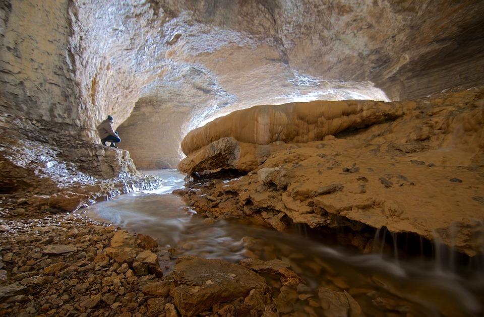 Les grottes  LR2Q8