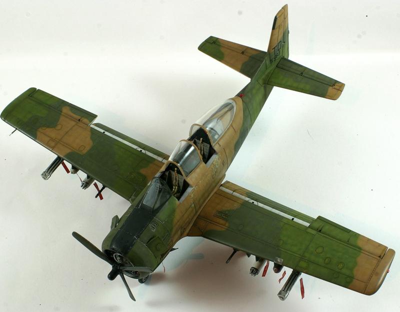 Avion 1/48 T 28 D Trojan Roden LaErw