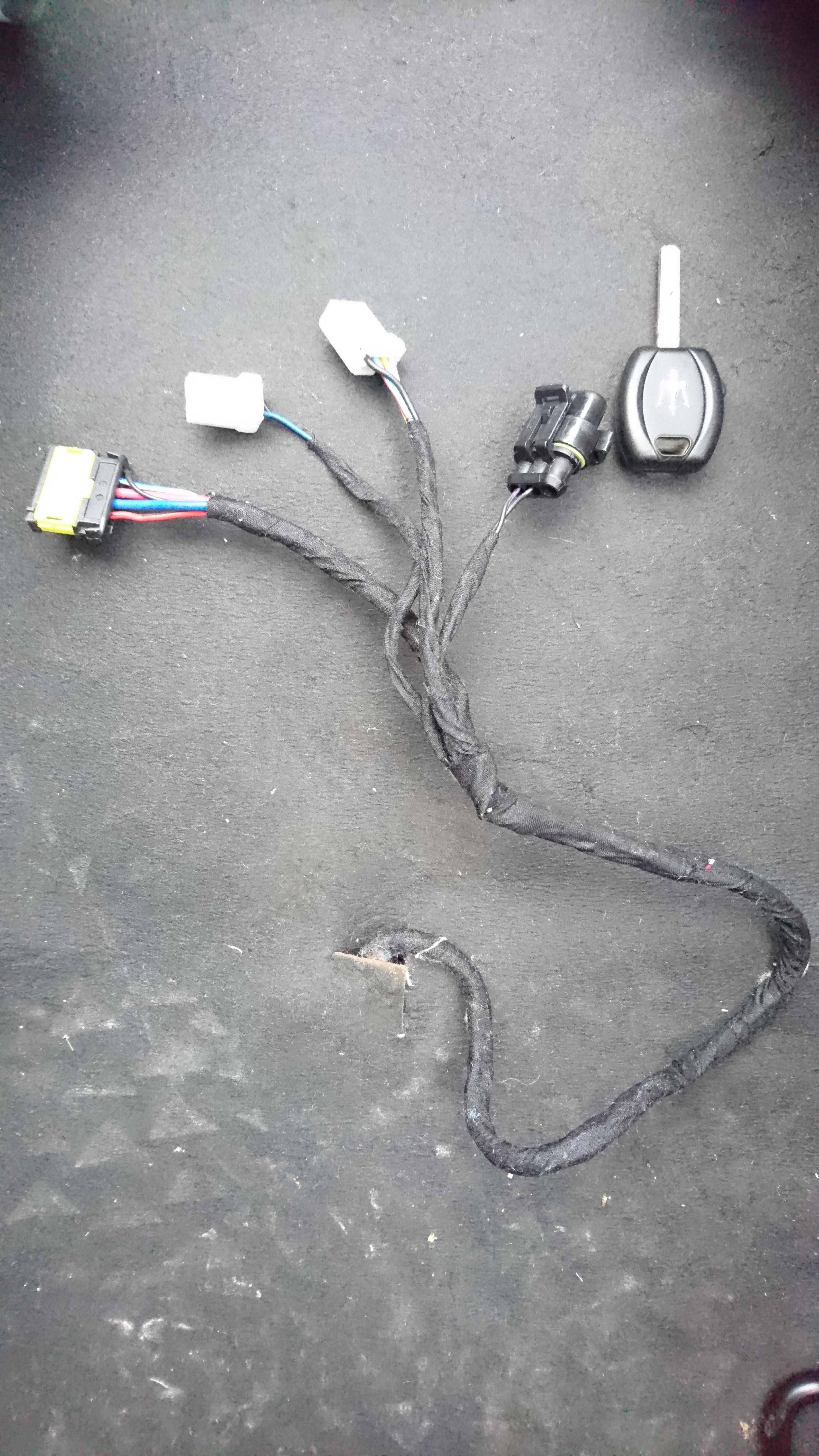 [3200GT] connecteurs fantômes boîtiers OVNI & bouton mystère Lo5OE