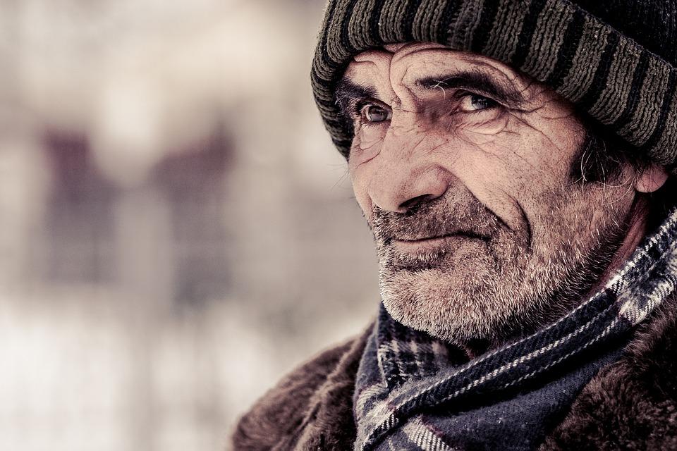 Les hommes âgés  NV4Dm