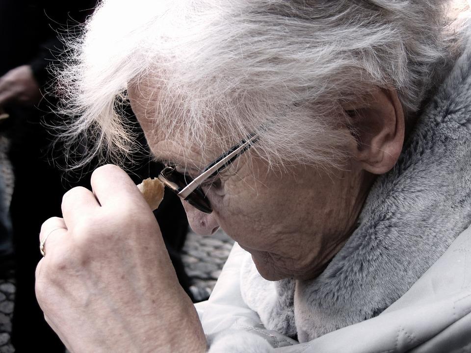 Les femmes âgées Oa2jY