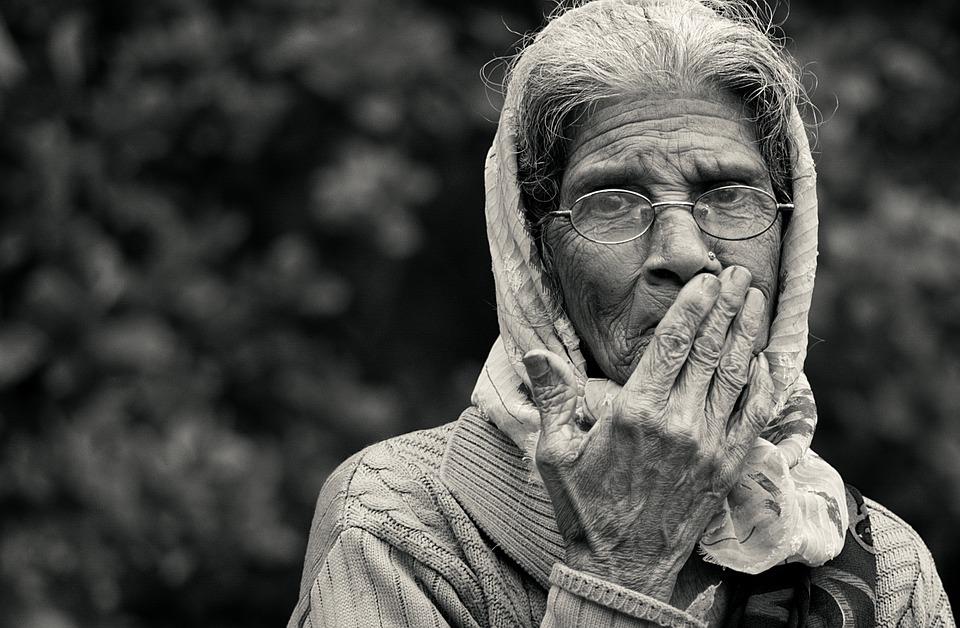 Les femmes âgées P3omY