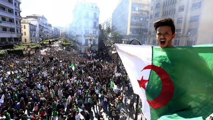 معضلة العلاقات المدنية العسكرية ومآل ثورة الجزائر