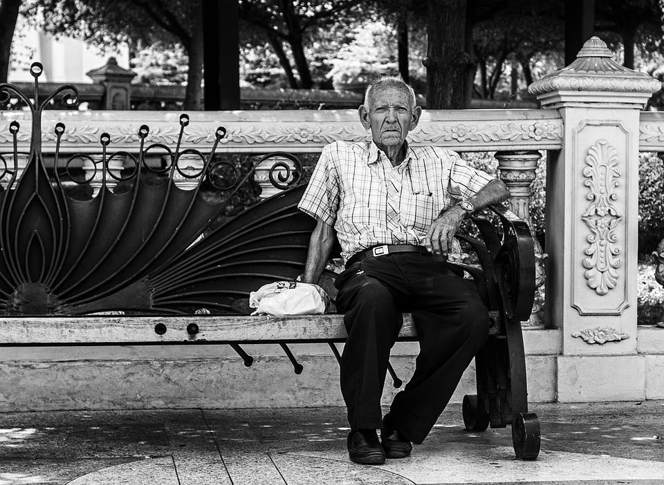 Les hommes âgés  Qn80a