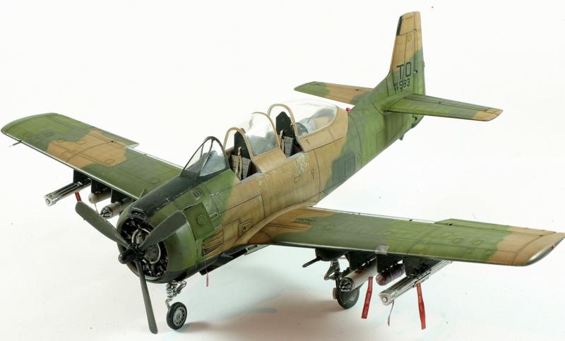 Avion 1/48 T 28 D Trojan Roden QpvQd