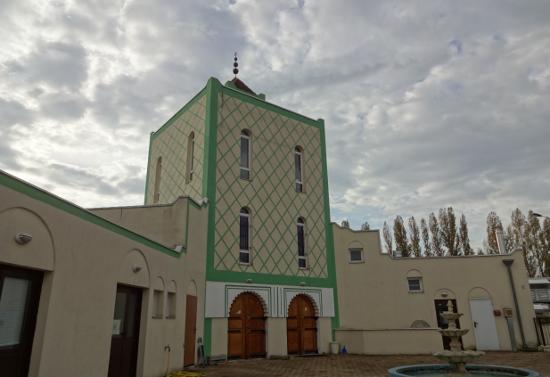 Le prédicateur anti-juif Hani Ramadan en conférence à la Mosquée de Quetigny-Dijon accrédite la thèse du complot : l'État Français serait complice des terroristes agissant sur le territoire, sous l'emprise du lobby sioniste dans Politique rwW1j