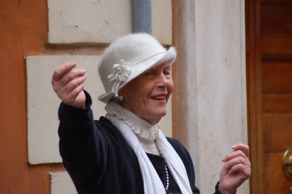 Les femmes âgées VbgkA
