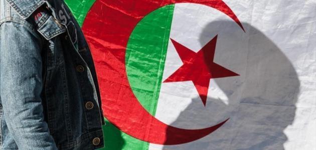 المجتمع المدني والتحول الديمقراطي في الجزائر: إشكالية الدور